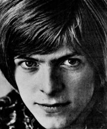 David_Bowie_(1967).png