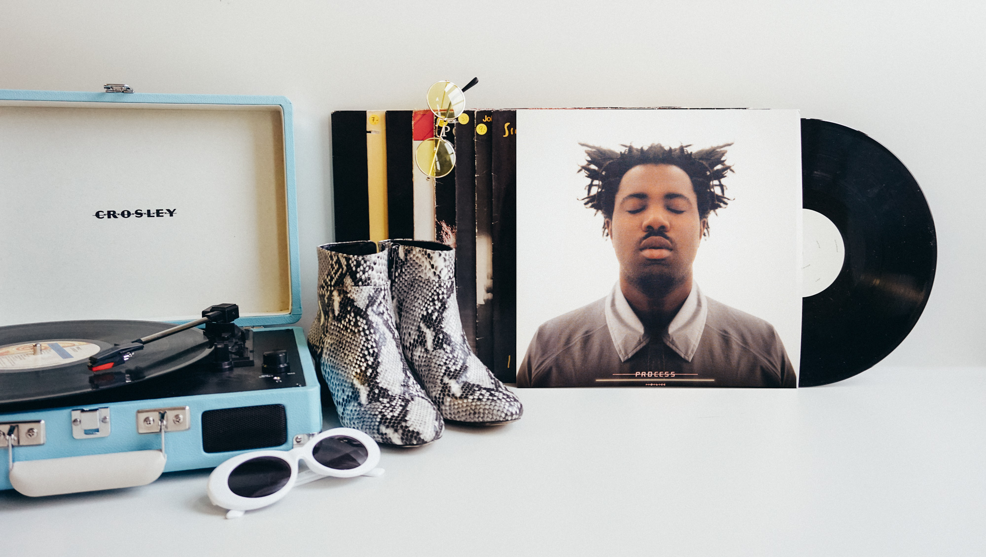 Playlist, Vinyl, Accessoires, Fashion, Fashion Blog, Music Blog, Inspiration, Tune In, Spotify, Listen, Music, Hip Hop, Rap, New Music, Snake Skin Boots, Sunglasses